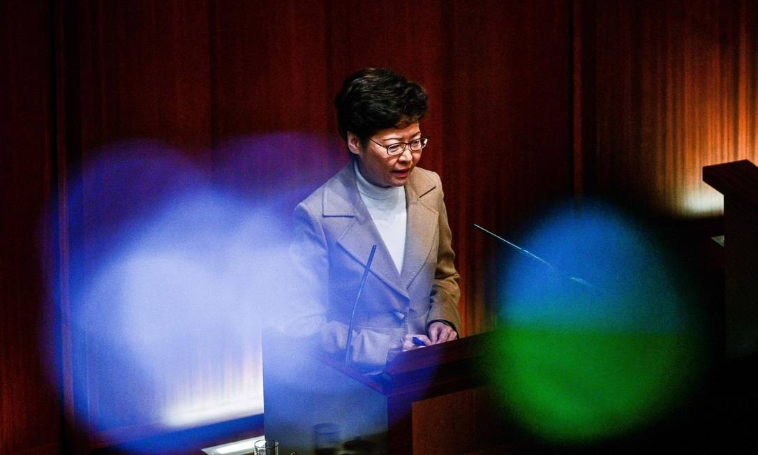 Carrie Lam, durante sessão de perguntas e respostas no Conselho Legislativo de Hong Kong Foto: Isaac Lawrence / AFP