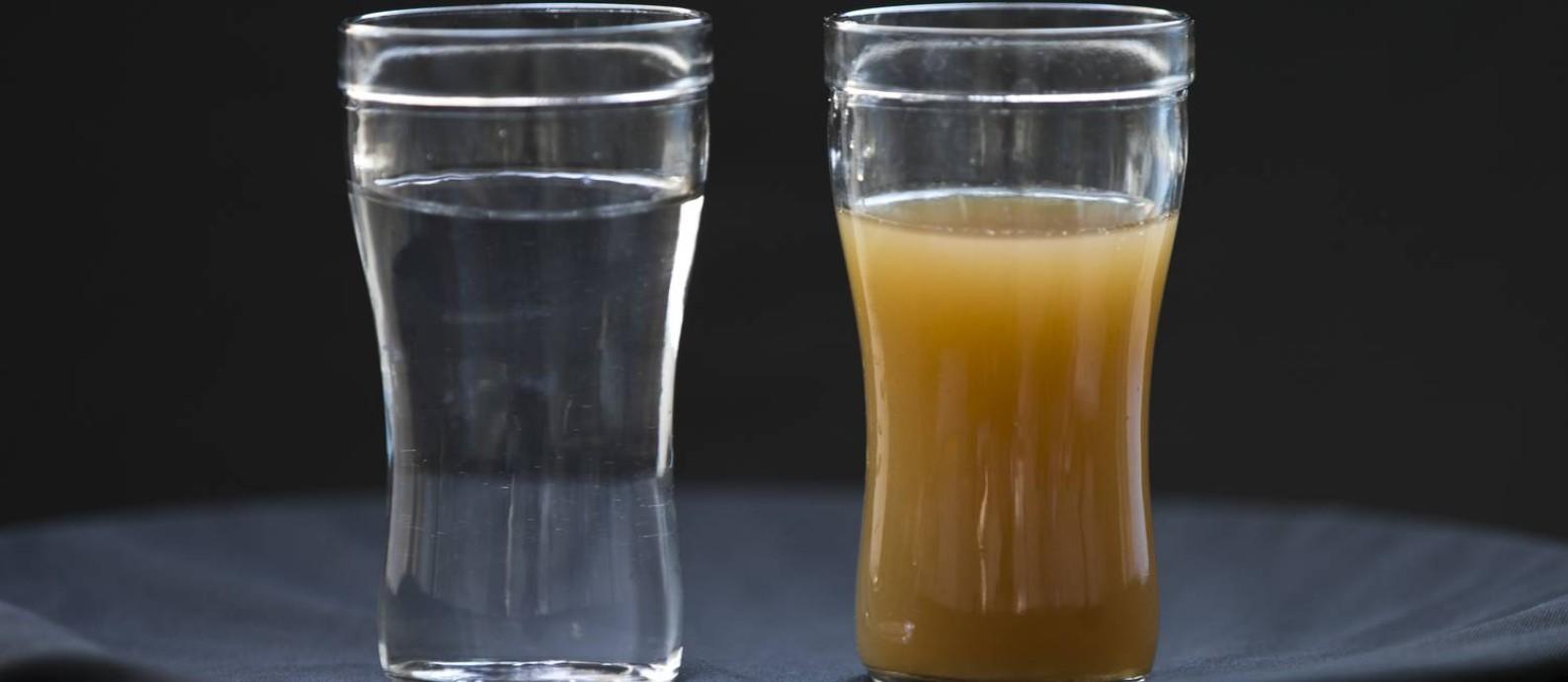 Problemas com a qualidade do abastecimento levam cariocas a procurar alterativas a água da Cedae Foto: Márcia Foletto / O Globo