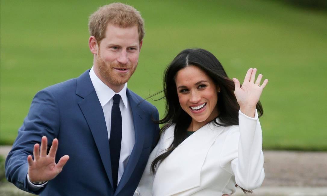 Harry e Meghan posam para fotos no Sunken Gardens, em Kensington, após anúnciarem o casamento Foto: DANIEL LEAL-OLIVAS / AFP/27-11-2017