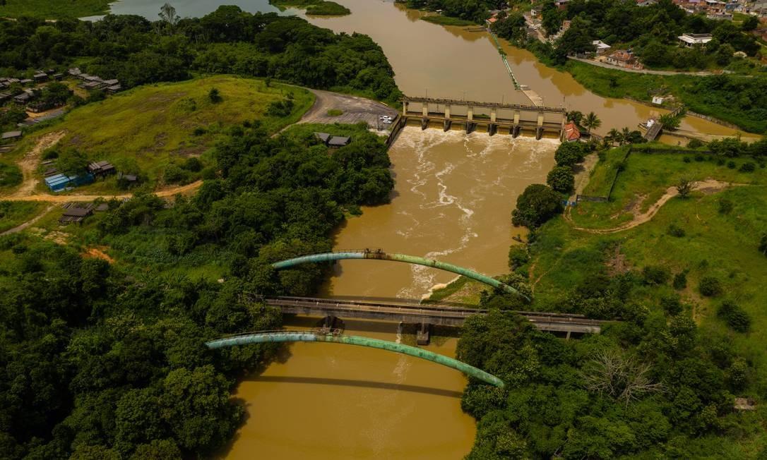Rio Guandu nesta quinta-feira, na altura da divisa entre Nova Iguaçu e Seropédica Foto: Brenno Carvalho / Agência O GLOBO