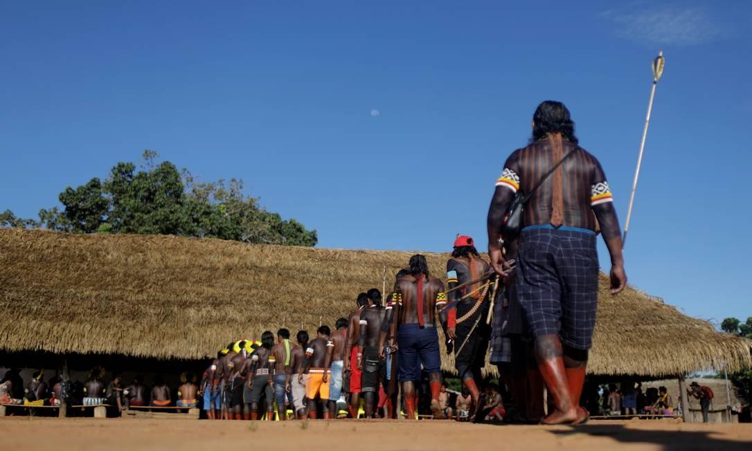 Índios participam de encontro no Xingu: governo federal quer liberar atividades econômicas em reservas Foto: Ricardo Moraes / Reuters