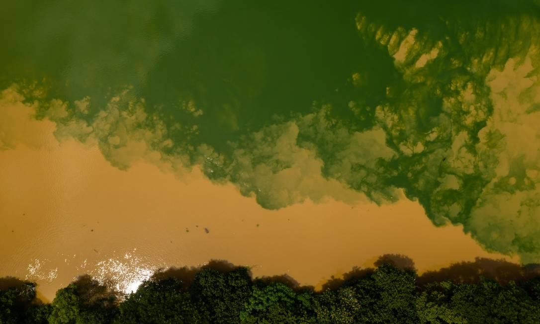 Rio Guandu nesta quarta-feira Foto: Brenno Carvalho / Agência O GLOBO