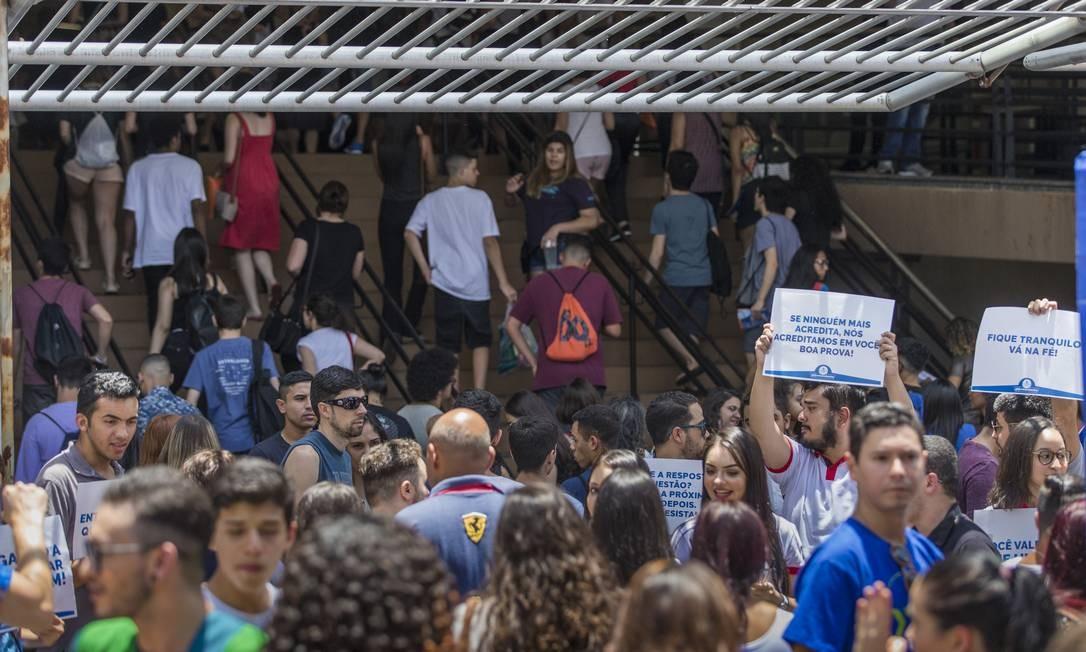 Estudantes entram em locação de prova do Enem em São Paulo Foto: Edilson Dantas / Agência O Globo