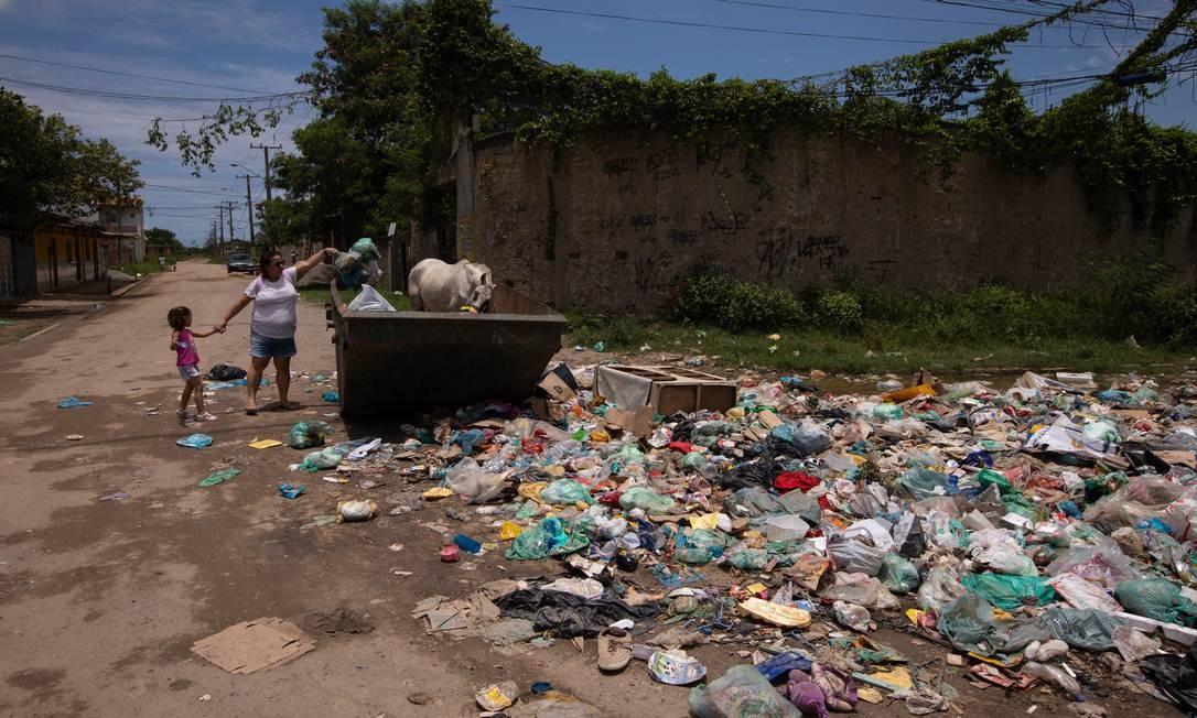 Há anos que no bairro Maravilha, no Magarça em Campo Grande as ruas enchem e afetam a vida e casas de moradores Foto: BRENNO CARVALHO / Agência O Globo