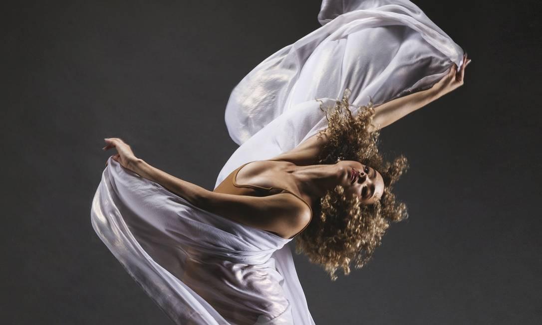 Bailarina Tayna Holanda, da Escola do Teatro Bolshoi no Brasil, em Joinvile (SC) Foto: Divulgação /