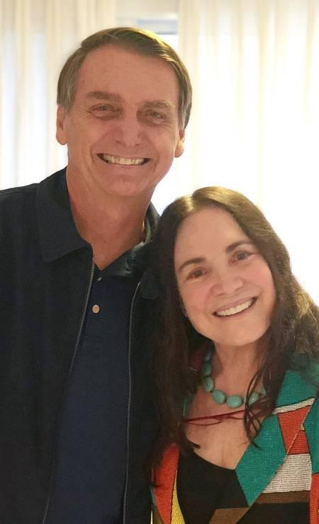 Regina Duarte e Bolsonaro em 2018, durante a campanha para a presidência, quando a atriz declarou seu apoio ao então candidato do PSL. Regina prometeu responder o convite para a Secretaria até este sábado Foto: Reprodução