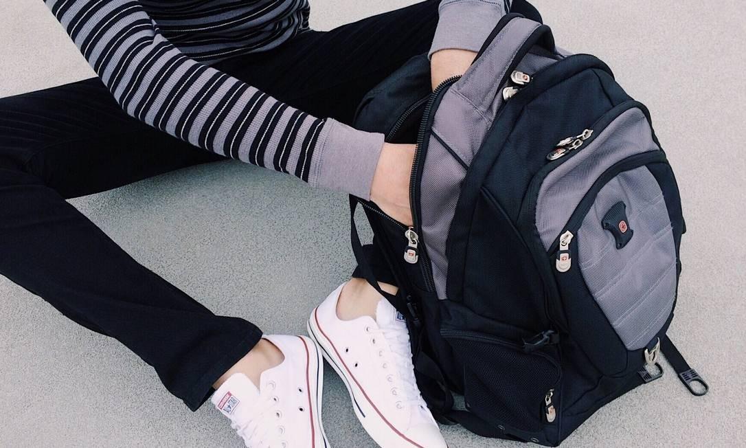 Os pais devem pensar no peso carregado por seus filhos na mochila no momento em que estiverem comprando os livros e cadernos Foto: Pixabay