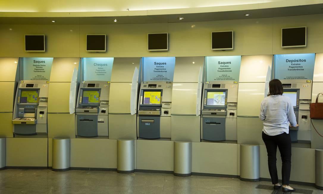 Número de agências dos 5 maiores bancos caiu de 19.841 para 17.730 em seis anos Foto: Gabriel Monteiro / Agência O Globo