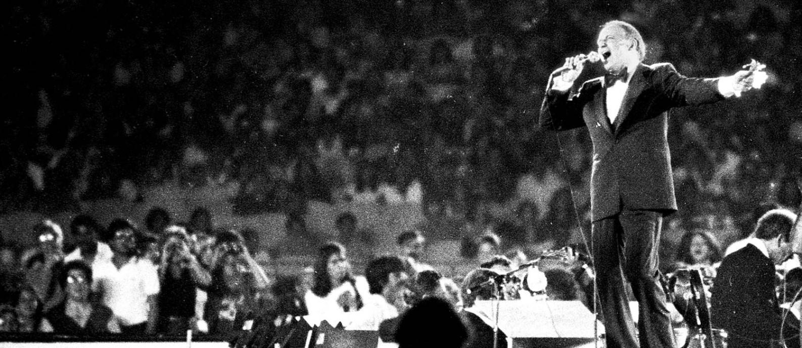Frank Sinatra durante show histórico no Maracanã, que completa 40 anos Foto: J.R. Ripper / Agência O Globo