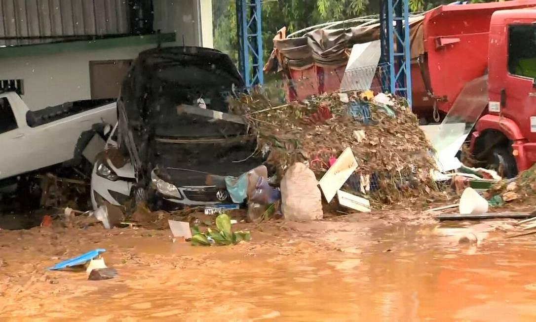 Chuva arrastou carros e inundou Iconha; três pessoas morreram na cidade Foto: Reprodução/TV Gazeta