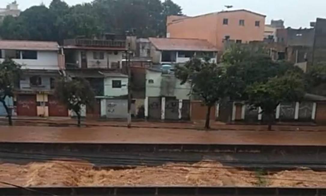 Casas à beira de córrego ficam alagadas na Região Metropolitana de Belo Horizonte Foto: Divulgação / Defesa Civil
