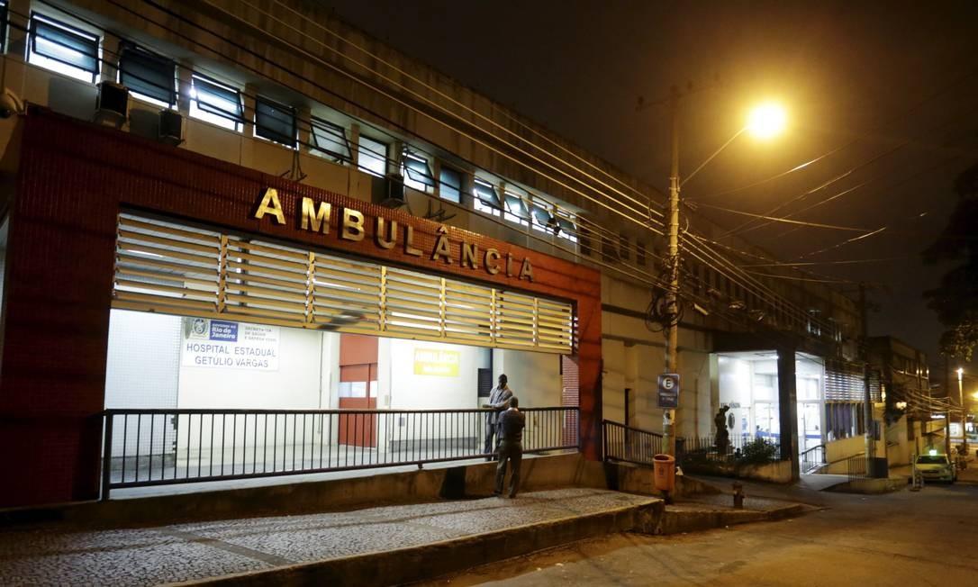 A entrada da emergência do Hospital estadual Getúlio Vargas, na Penha Foto: Marcelo Theobald / Agência O Globo / Arquivo