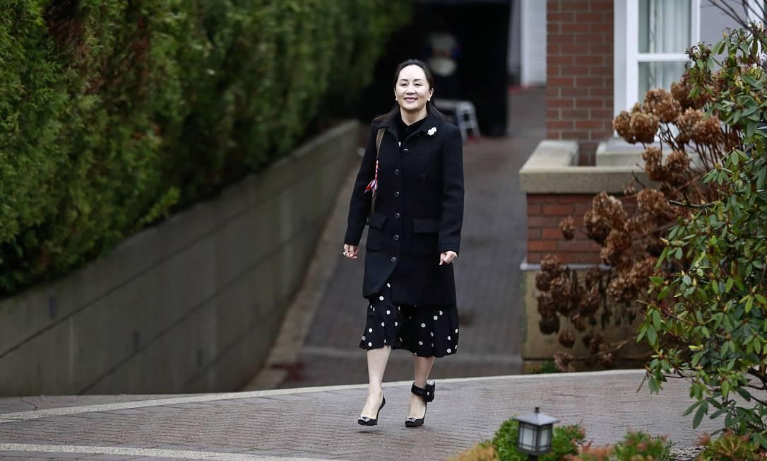 Com tornezeleira eletrônica, diretora financeira da Huawei, Meng Wanzhou, comparece ao primeiro dia de seu julgamento em processo de extradição movido pelos EUA Foto: JEFF VINNICK / AFP