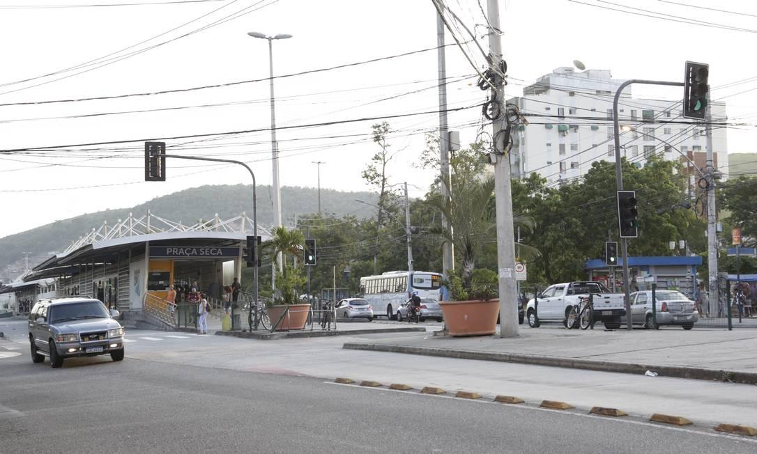 Moradores afirmam que foram ameaçados Foto: Marcos Ramos / Agência O Globo
