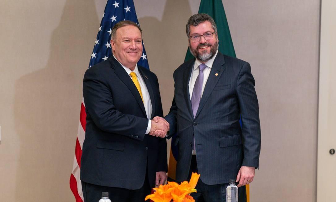 Mike Pompeo e Ernesto Araújo, após reunião nesta terça-feira Foto: Reprodução / Twitter