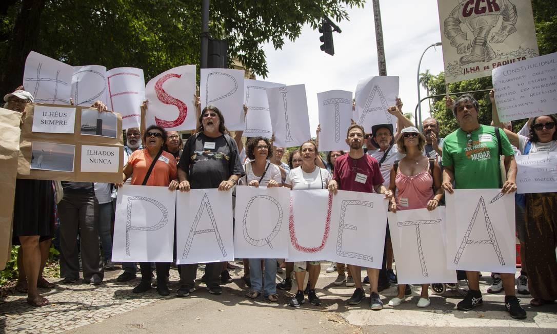Protesto contra a mudança no horário das barcas Foto: Gabriel Monteiro / Agência O Globo