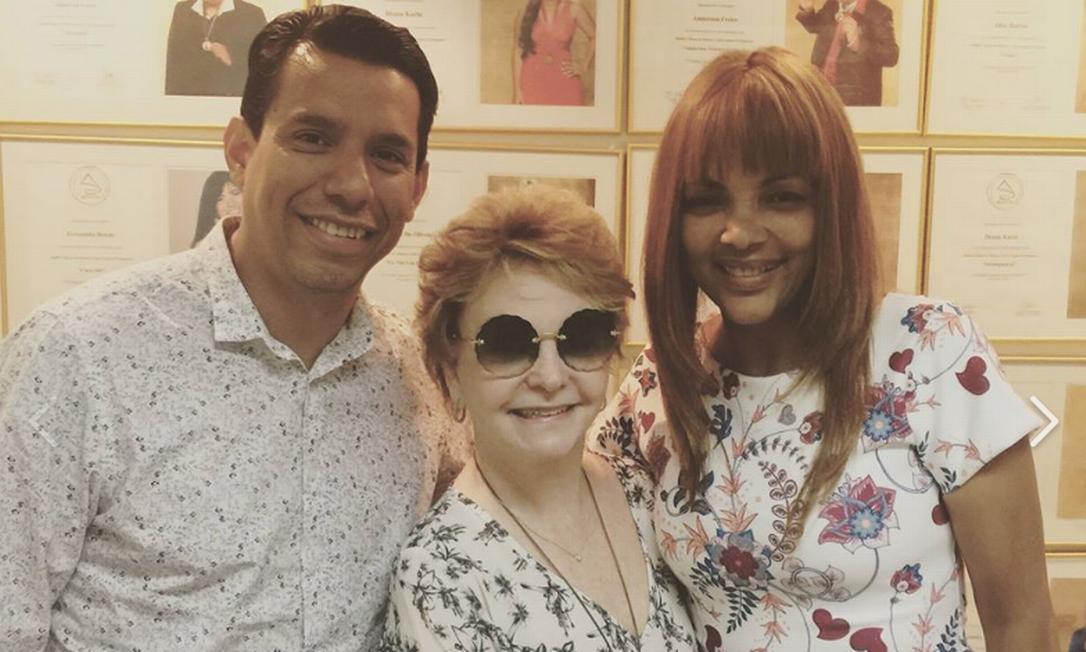 Yvelise de Oliveira ao lado do pastor Anderson do Carmo e da deputada federal Flordelis em foto de janeiro do ano passado Foto: Reprodução