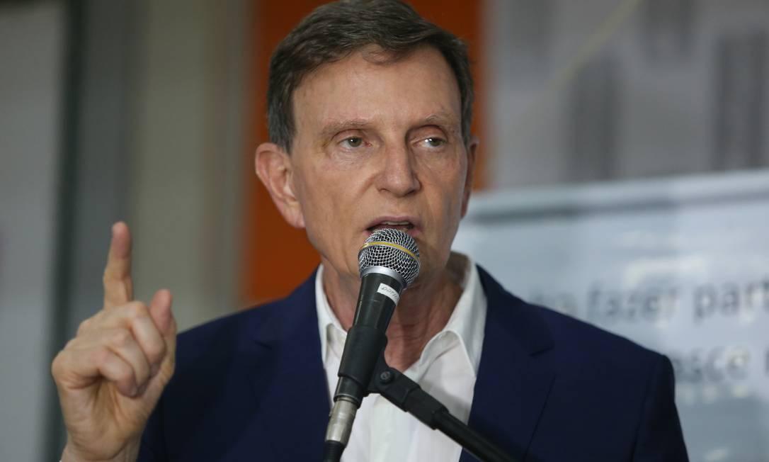 Crivella: Recebemos procissão de presidentes de associações de moradores pedindo providências Foto: Fabiano Rocha / Agência O Globo