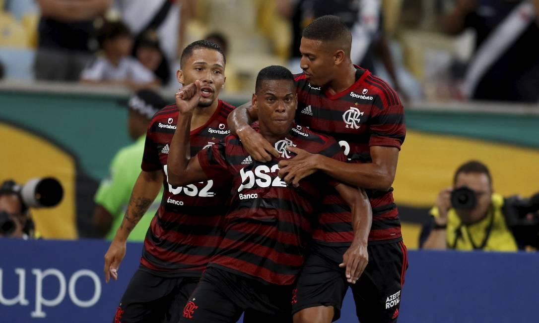 Comemoração do gol do Flamengo diante do Vasco Foto: MARCELO THEOBALD / Agência O Globo