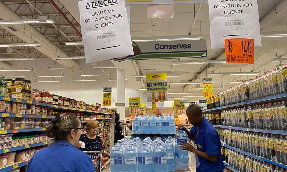 Supermercado Guanabara impôs dois fardos de seis litros por cliente Foto: Audryn Karolyne