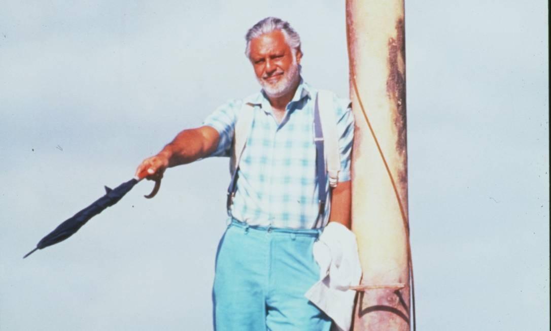 No cinema, Fagundes viveu o Criador em um perfil descolado, de tênis, mochila nas costas e de férias, no filme Deus é brasileiro Foto: Zeca Guimarães / Divulgação