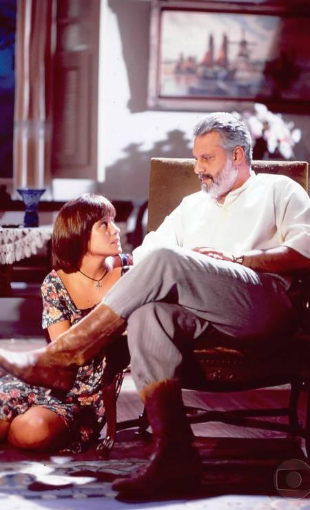 O ator em cena de Renascer, com Adriana Esteves Foto: Divulgação