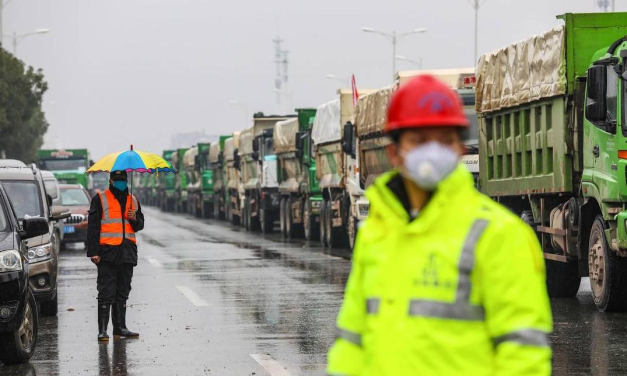 Máscara respiratória se tornou EPI fundamental na China Foto: STR / AFP