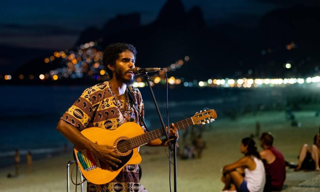 Praia à noite: Ipanema + Arpoador Foto: Agência O Globo/Roberto Moreyra