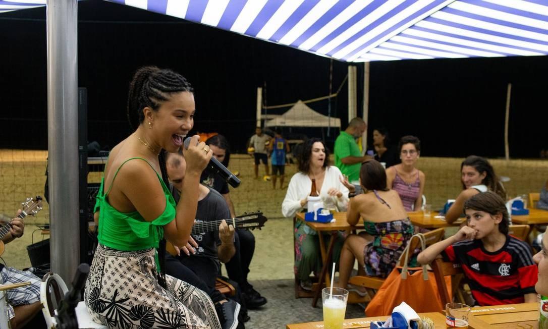 Praia à noite: Quiosque Azur: Av. Delfim Moreira 746, Posto 11, Leblon Foto: Agência O Globo/Roberto Moreyra