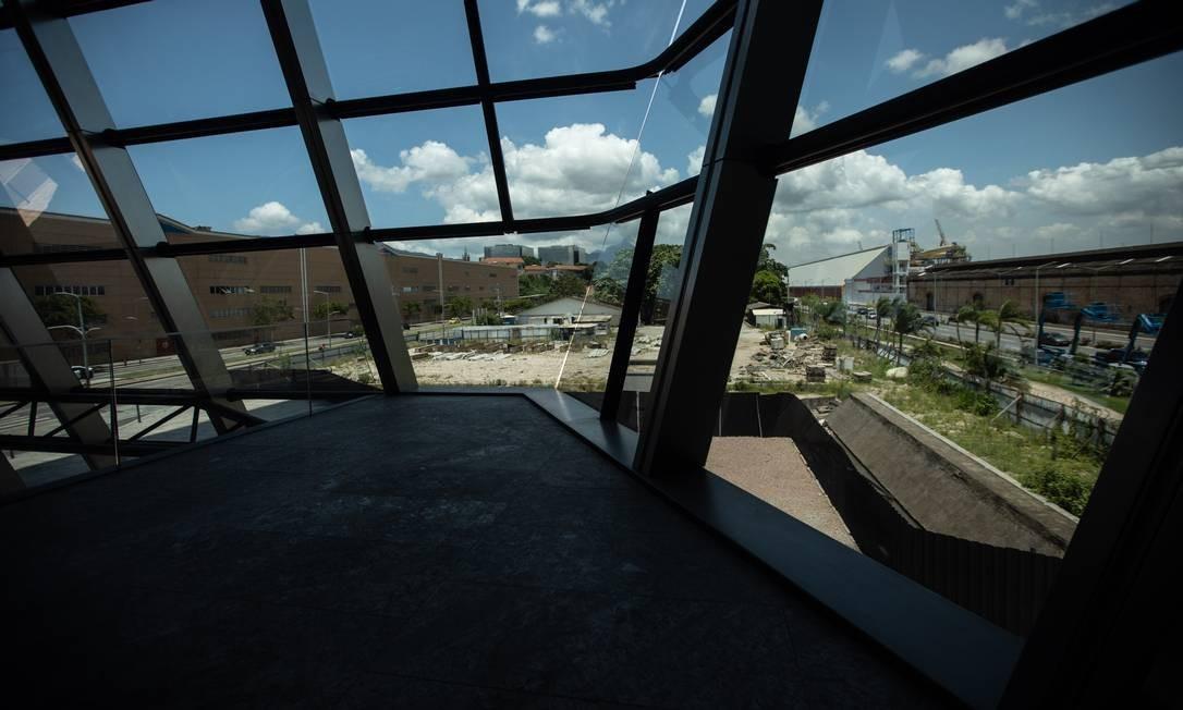 Parte da nova Zona Portuária vista de dentro do edifício Aqwa Corporate, assinado pelo premiado arquiteto londrino Norman Foster Foto: Brenno Carvalho / Agência O Globo