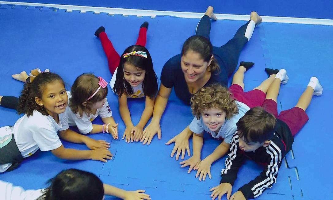Crianças do Marly Cury fazem exercícios de ioga e meditação. Atividade será iniciada também no fundamental Foto: Divulgação