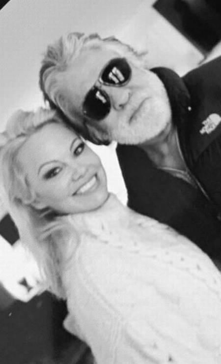 Pamela Anderson e Jon Peters Foto: Reprodução/Twitter