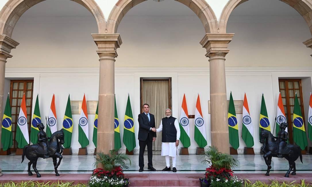 Jair Bolsonaro, presidente do Brasil, e Narendra Modi, primeiro-minstro da Índia, durante visita do brasileiro ao país asiático Foto: Money Sharma / AFP