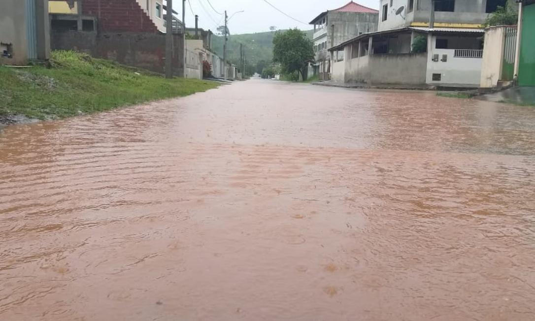 Rio Muriaé transborda após fortes chuvas em Minas Gerais e Espírito Santo Foto: Reprodução/Twitter