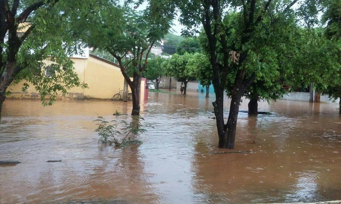 Nível do Rio Muriaé chegou a 6 metros neste sábado Foto: Reprodução Twitter