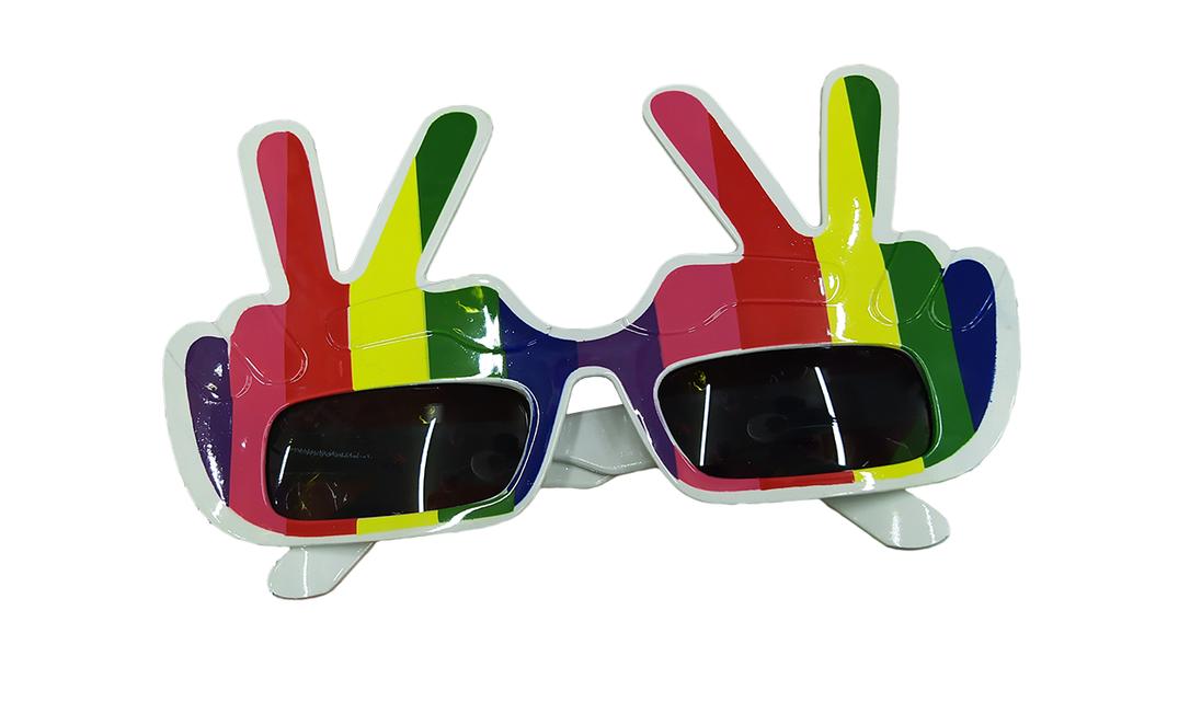Óculos Arco-íris paz e amor: R$ 7 Onde encontrar: Saara Festas, Rua Senhor dos Passos, 108 Foto: Ana Clara Veloso / Agência O Globo
