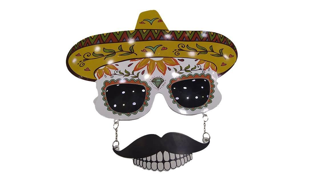 Óculos caveira mexicana: R$ 10 Onde encontrar: Mito dos Artesanatos, Rua Senhor dos Passos, 87 Foto: Ana Clara Veloso / Agência O Globo