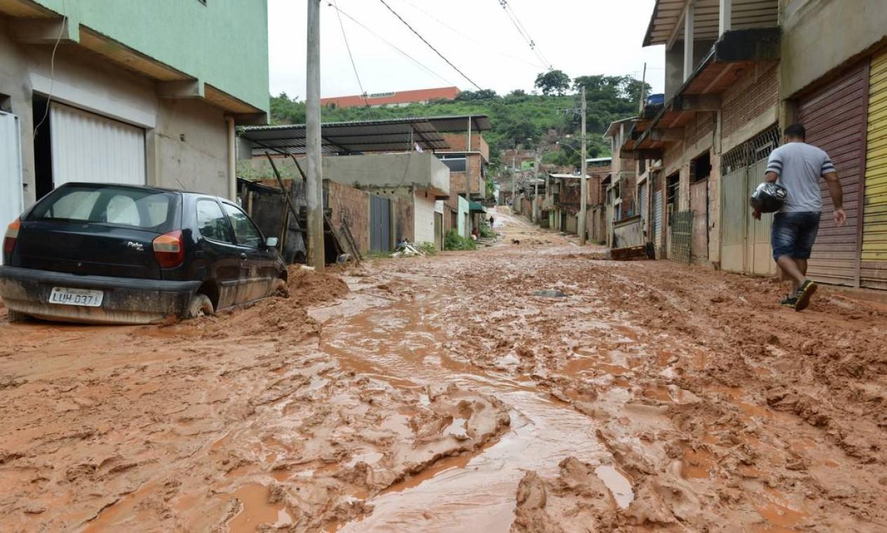 Por conta dos estragos causados pela força das águas, 47 cidades mineiras decretaram situação de emergência, entre elas, capital Belo Horizonte Foto: Uarlen Valerio / O Tempo / via Agência O Globo