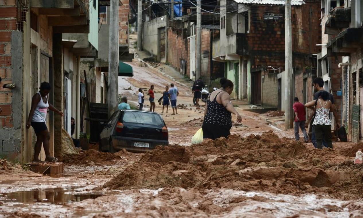 Chuva deixa rastro de destruição principalmente nas periferias da região metropolitana de Belo Horizonte Foto: Uarlen Valerio / O Tempo / via