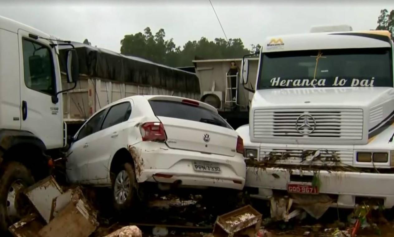 Veículos foram arrastados pela força da chuva em Iconha Foto: Reprodução / TV Gazeta