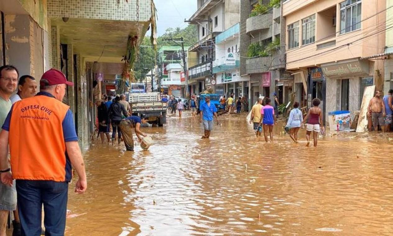 Chuva mata, pelo menos, seis no Espírito Santo Foto: Reprodução / TV Gazeta