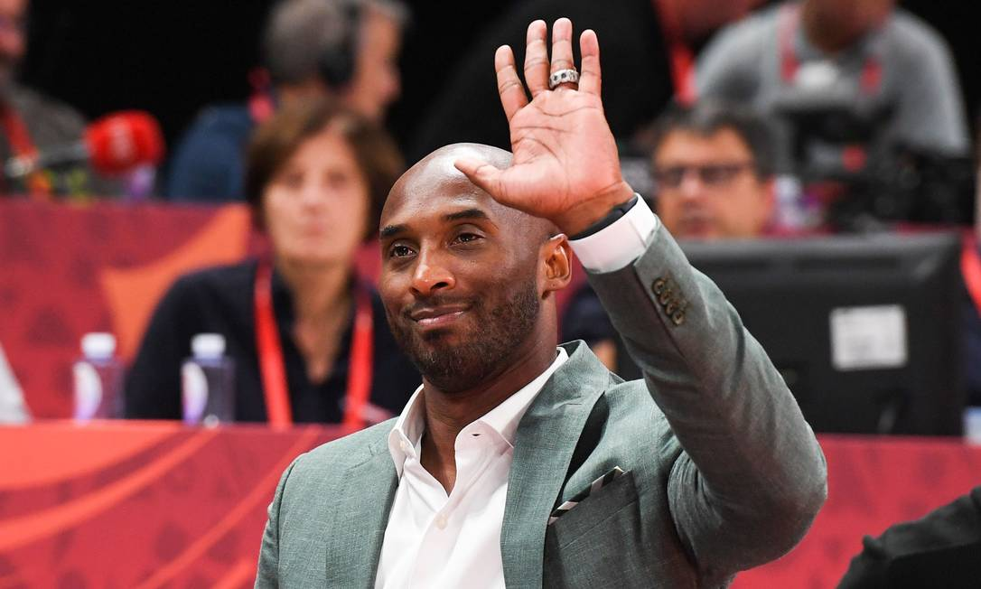 Kobe Bryant jogou a carreira toda pelos Lakers e usou as camisa 8 e 24 Foto: GREG BAKER / AFP