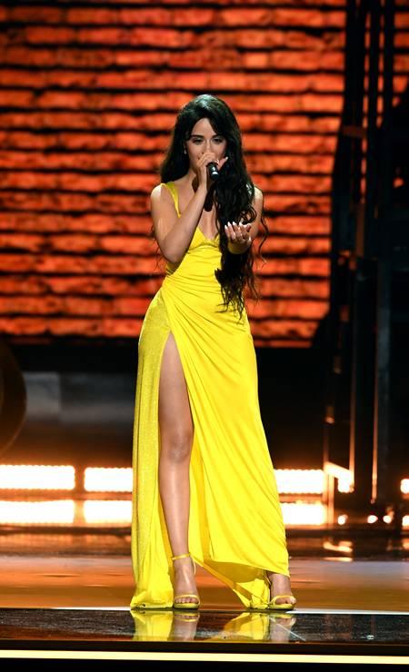 Camila Cabello, de Versace Foto: Kevin Winter / Getty Images for The Recording A