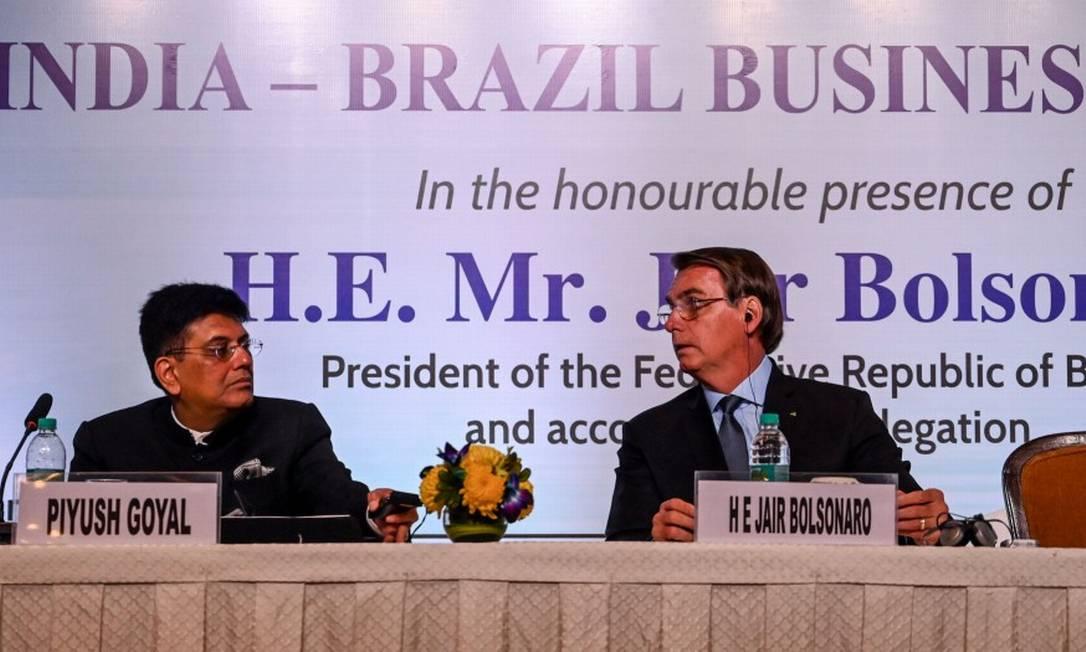 President Jair Bolsonaro e o ministro do Comércio da Índia, Piyush Goyal, durante reunião em Nova Délhi Foto: MONEY SHARMA / AFP