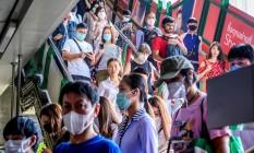 População de Bangkok, na Tailândia, usa máscaras para evitar contágio por coronavírus. Foto: MLADEN ANTONOV / AFP