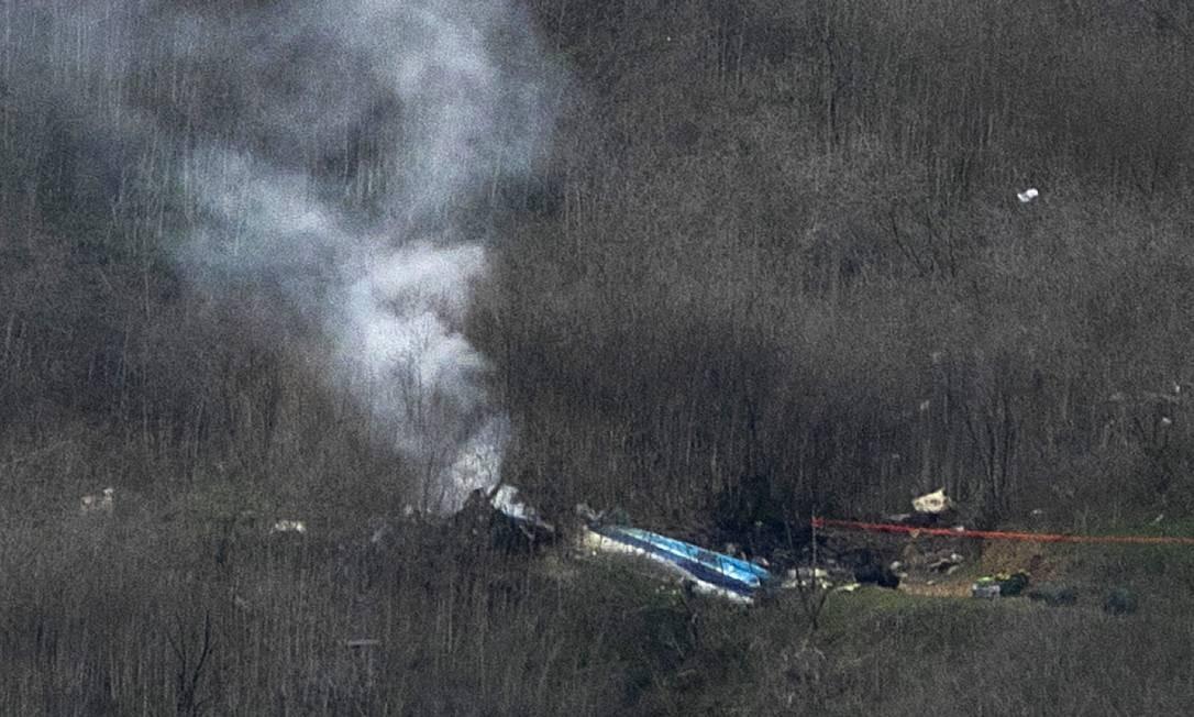 Destroços do helicóptero que levava o astro da NBA Kobe Bryant e a filha de 13 anos Gianna, em Calabasasm Califórnia Foto: David McNew / Getty Images