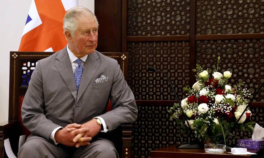 O príncipe Charles durante encontro com o presidente palestino Mahmoud Abbas, em visita na Cisjordânia. Foto: POOL / REUTERS