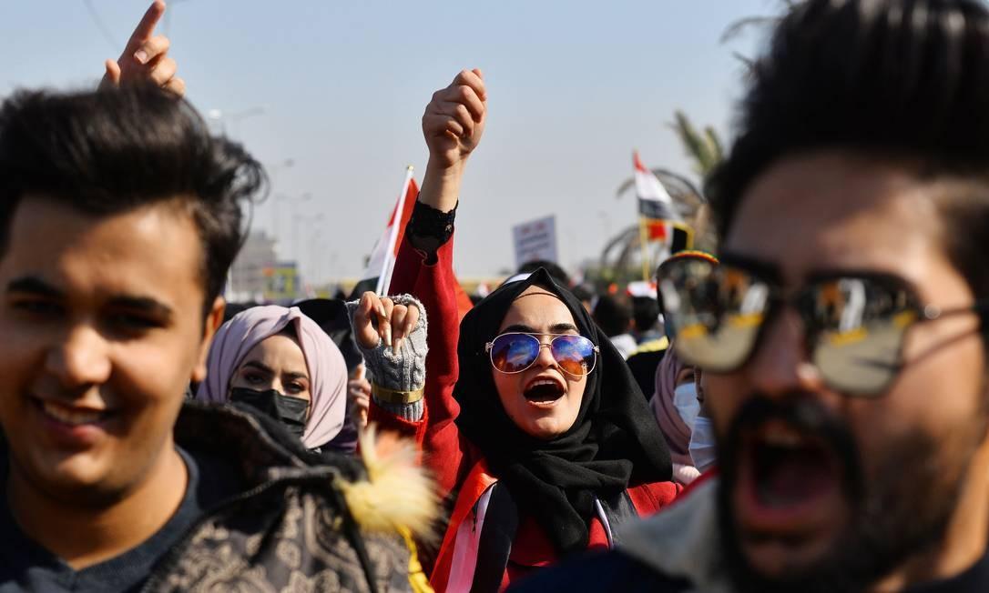 Movimento estudantil de Najaf ocupou as ruas da cidade para pedir antecipação das eleições de 2022 Foto: Haidar Hamdani / AFP