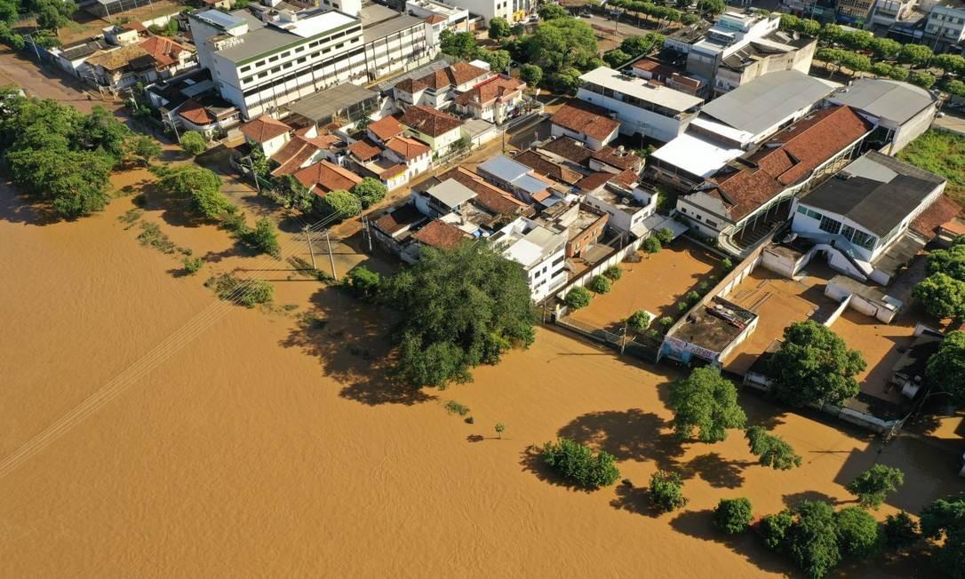Cheia do rio Muriaé causou enchente em Itaperuna Foto: Gabriel Monteiro / Agência O Globo