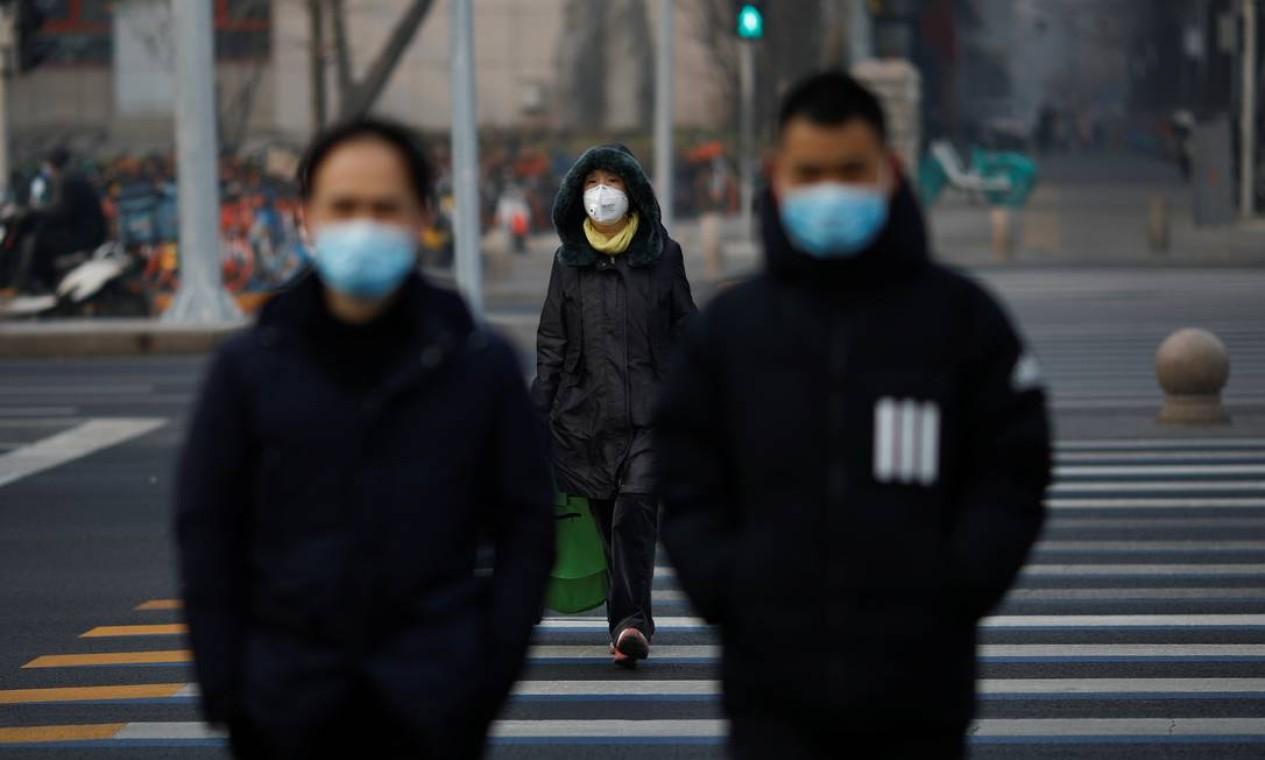 Ruas vazias são o novo cenário do centro de Pequim, uma cicdade com mais de 20 milhões de habitantes Foto: Carlos Garcia Rawlins / Reuters